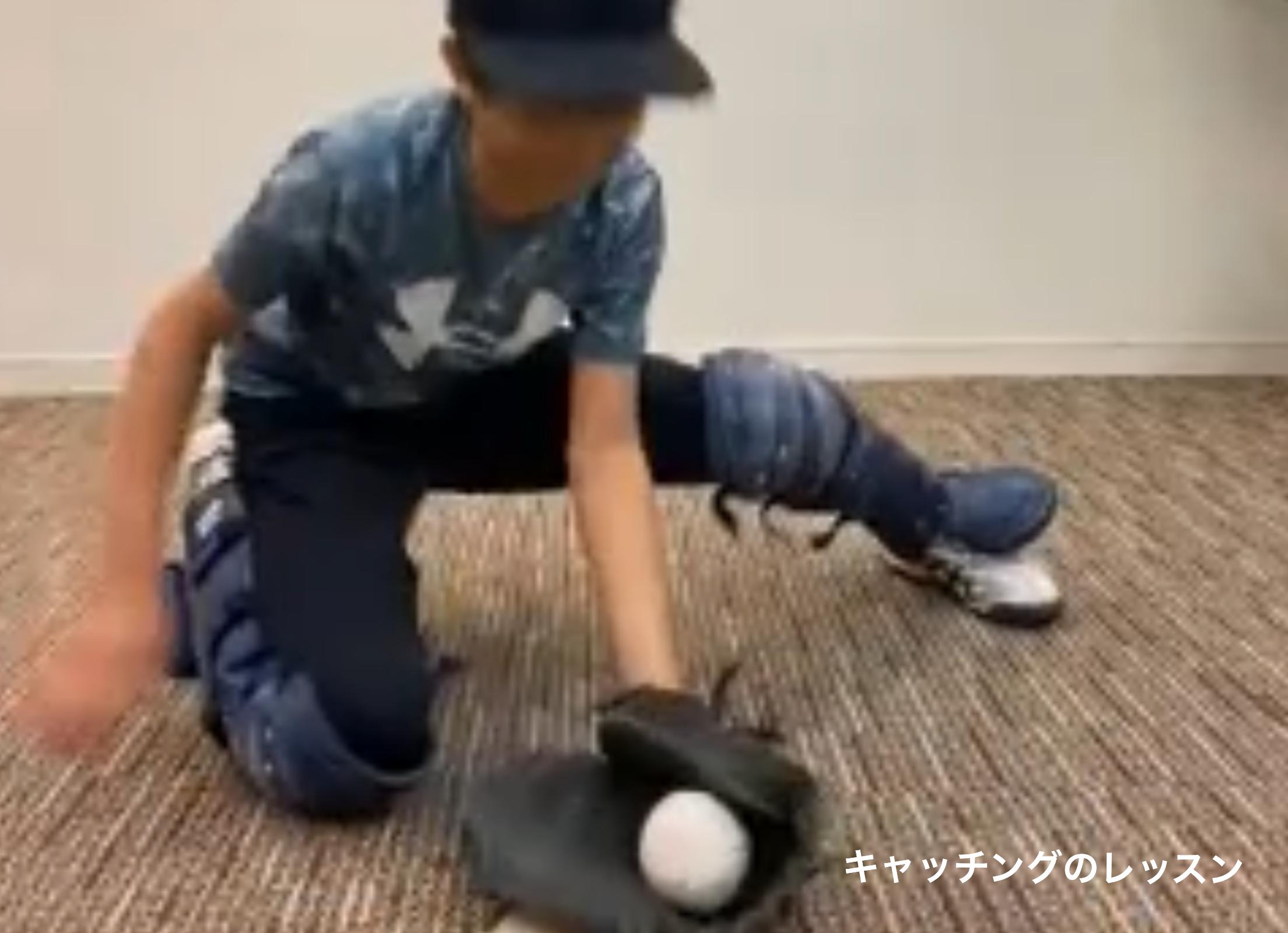 ZOOMレッスン中の少年野球の選手